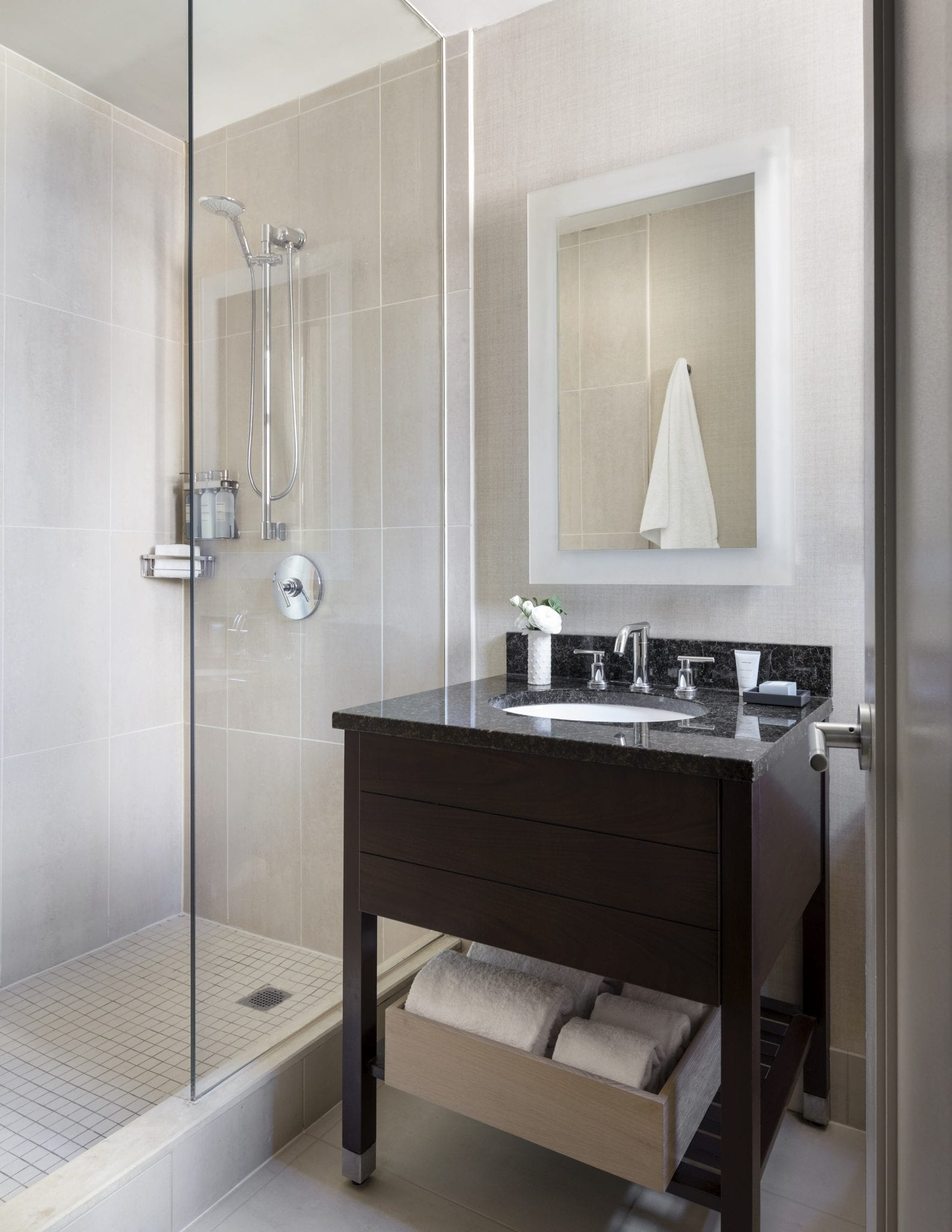 Shelburne Hotel & Suites Guest Bathroom